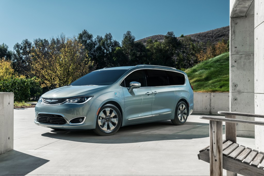 Chrysler Pacifica с автопилотом Google