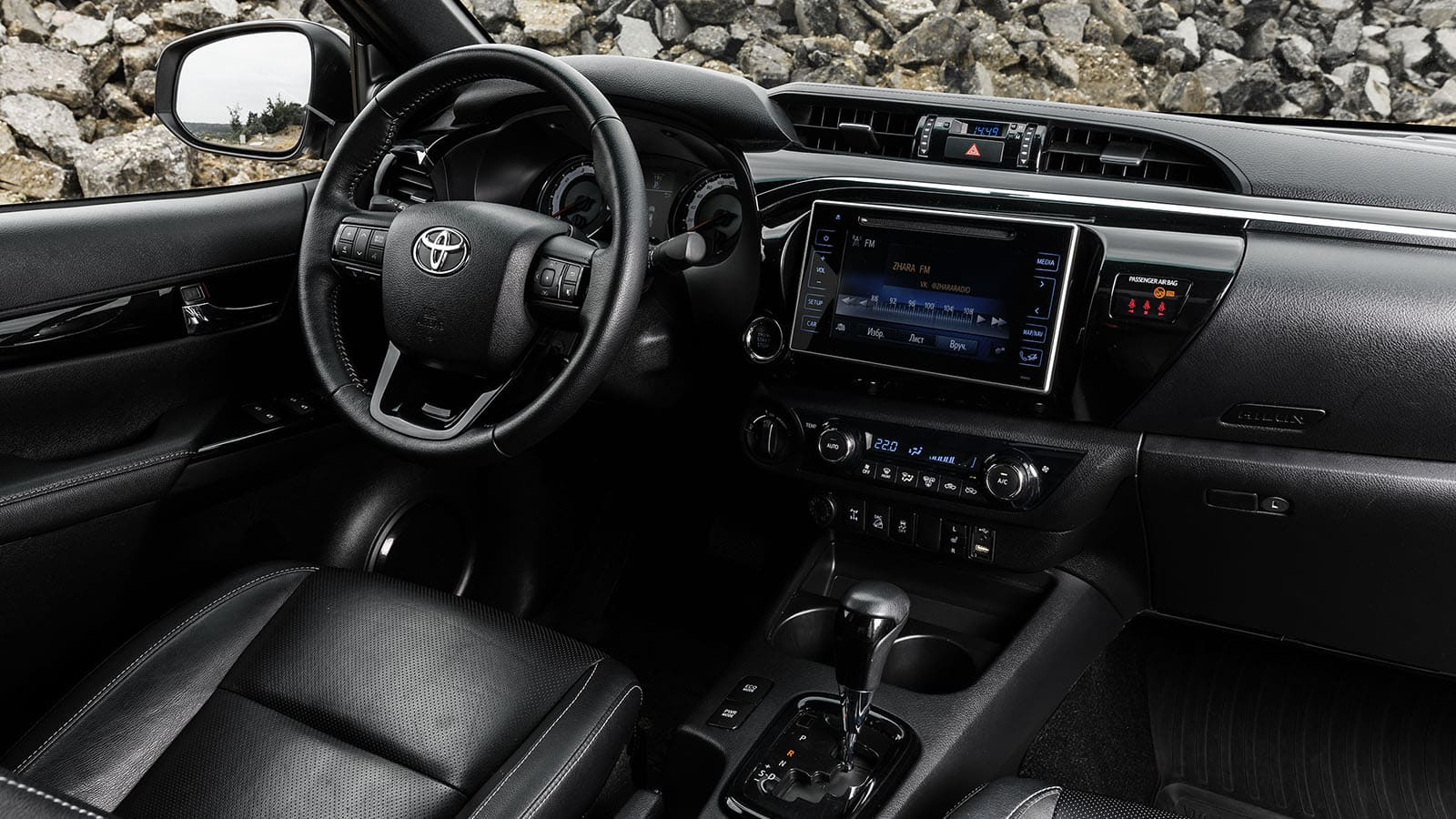 Toyota Hilux - Exclusive Black